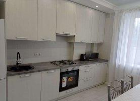Сдам в аренду 1-комнатную квартиру, 42 м2, Калининград, Суздальская улица, 11Г